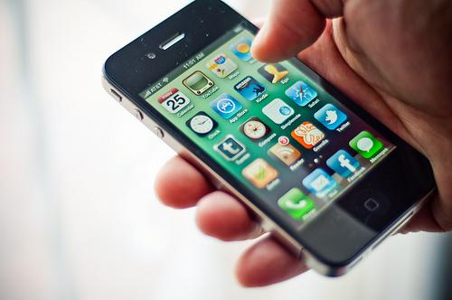 Turistii romani pot afla informatii privind alertele de calatorie printr-o aplicatie pentru telefoane mobile
