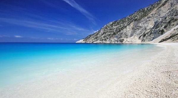 Grecia 2014: Una dintre cele mai frumoase plaje din lume, inaccesibila turistilor pana la mijlocul lunii iulie