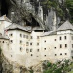 Castelul Predjama, Slovenia.