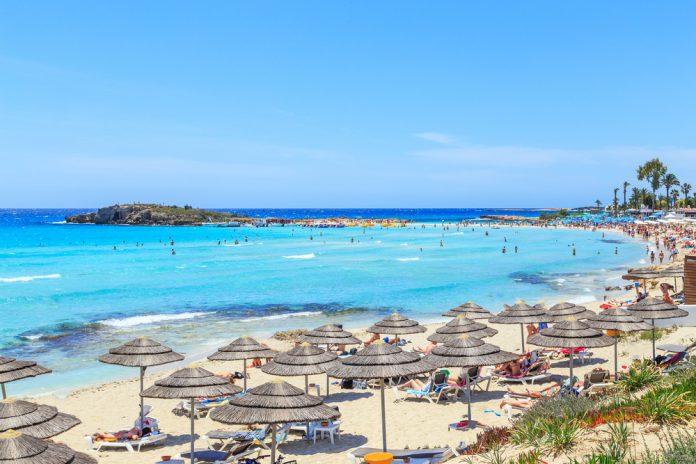 Plaja Nissi, Ayira Napa, Cipru